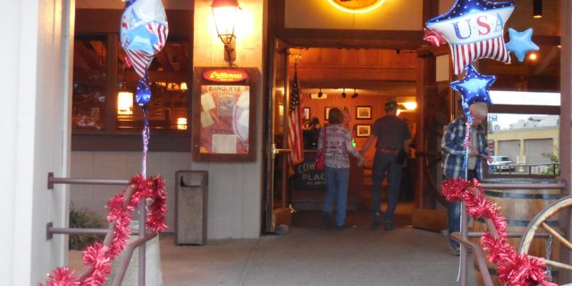 Redding Cattlemens decorates for Veterans Day